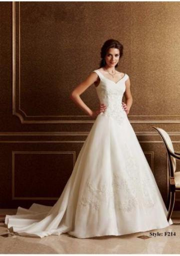 vestido-de-noiva-com-saia-em-a-e-decote-em-v-2-blog-eccentric-beauty