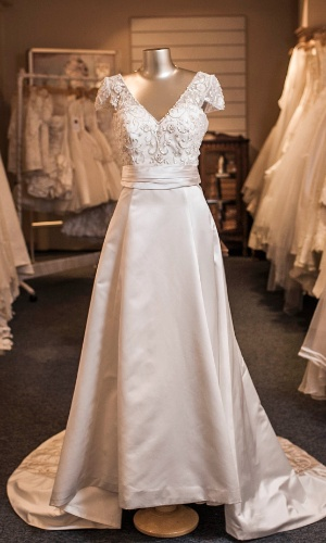 vestido-de-noiva-com-saia-em-a-e-decote-em-v-blog-eccentric-beauty