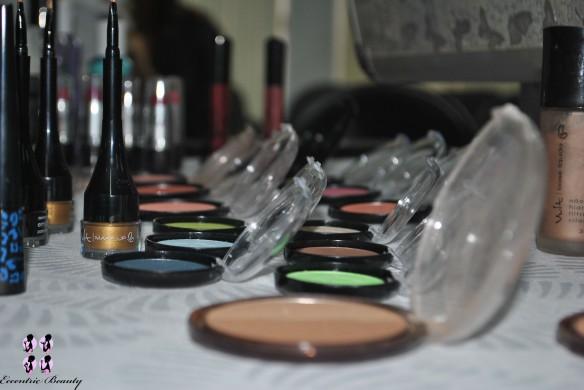 mesa-maquiagem-evento-vult-lojas-rede-blog-eccentric-beauty