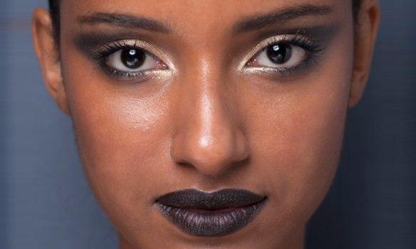 metalizado-canto-interno-dos-olhos-blog-eccentric-beauty